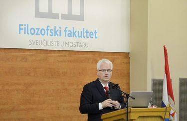 Je li Ivo Josipović usitinu kandidat koji nit smrdi nit miriši?