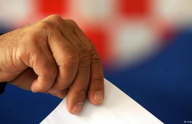 Show lokalnih izbora: pakiranje političara u poželjnu ambalažu
